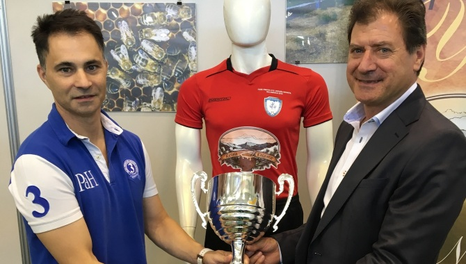 Entrega de La Copa a Nuestro Patrocinador Reina Kilama