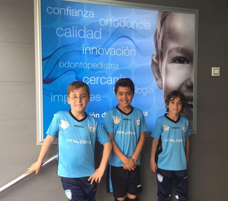Jugadores del club visitan la clínica Vitaldent